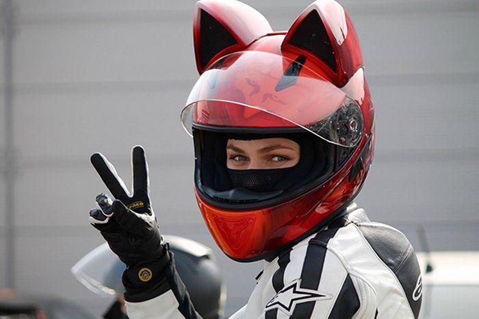 Эксклюзивный шлем для девушек-мотоциклисток (6 фото)
