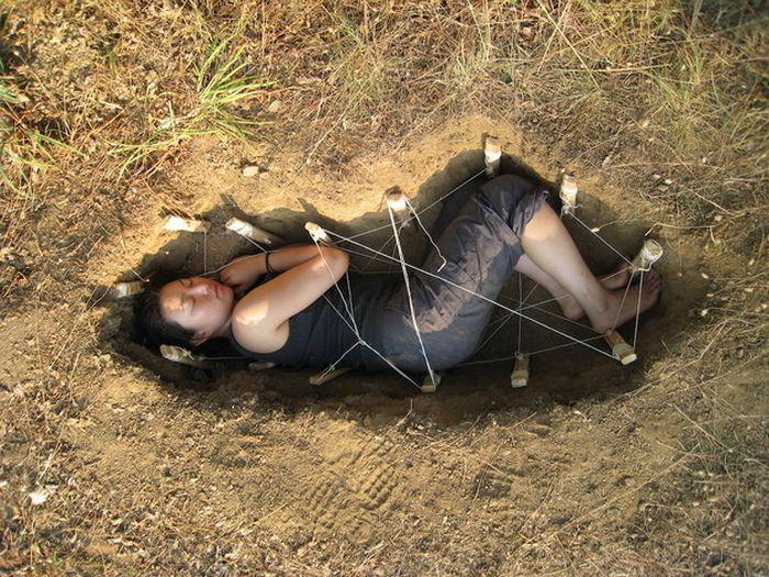 Корейский дизайнер предлагает утилизировать останки человека при помощи грибов (5 фото)