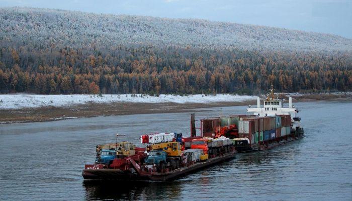 Подъем судна на лед для ремонта в зимний период времени (9 фото)
