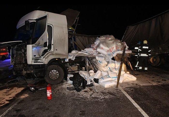 В Эстонии попал в аварию автобус с россиянами (3 фото)