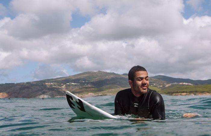 Дерек Рабело - незрячий бразильский парень, ставший профессиональным серфером (9 фото)