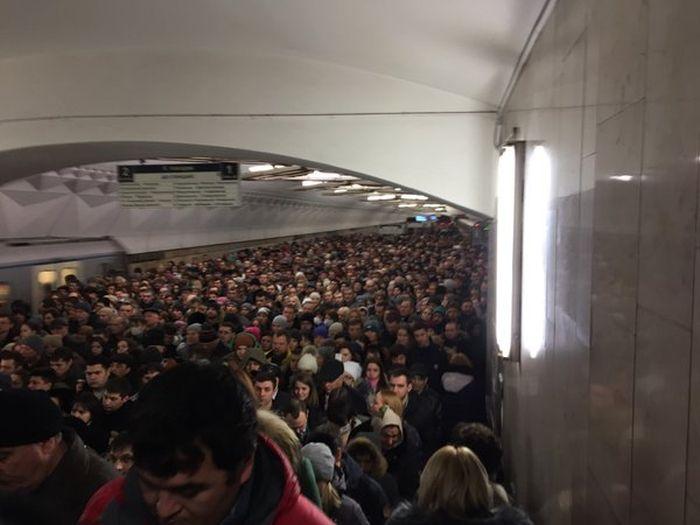 Коллапс на станции метро «Тульская» в Москве (5 фото + видео)