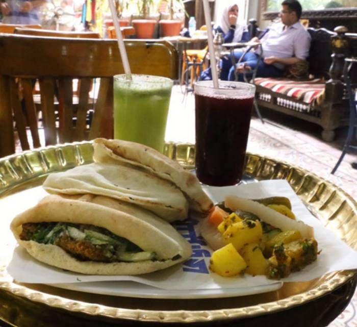Еда, алкоголь и закуска стоимостью в 1 доллар из разных стран мира (26 фото)
