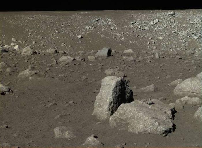 Снимки Луны, сделанные первым китайским луноходом (12 фото)