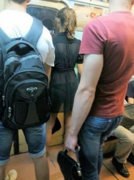 Девушки в сетчатых нарядах (59 фото)