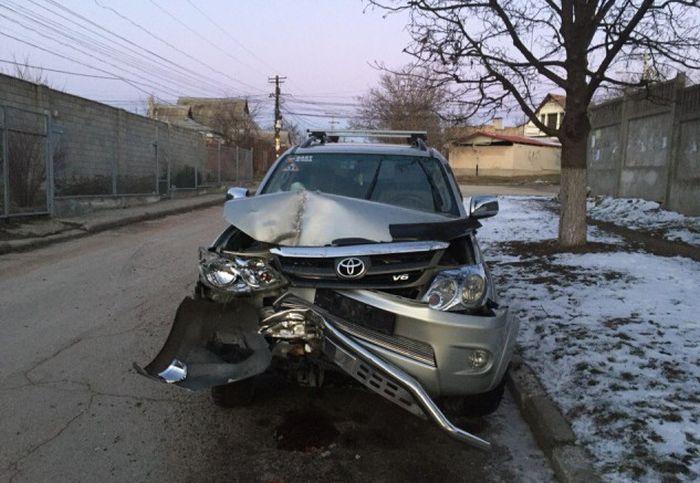 В Симферополе автомойщики попали в ДТП на машине клиента (3 фото + видео)