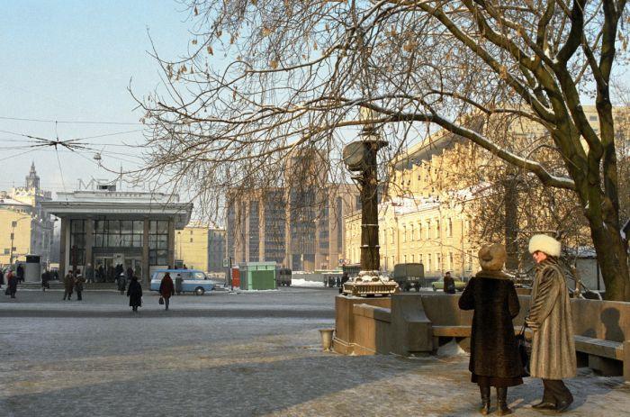 Станции московского метро до появления самостроя (12 фото)