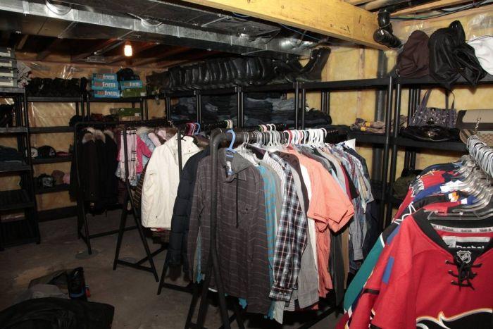 Полиция Калгари обнаружила склад краденых вещей на 1,5 миллиона $ в частном доме (13 фото)