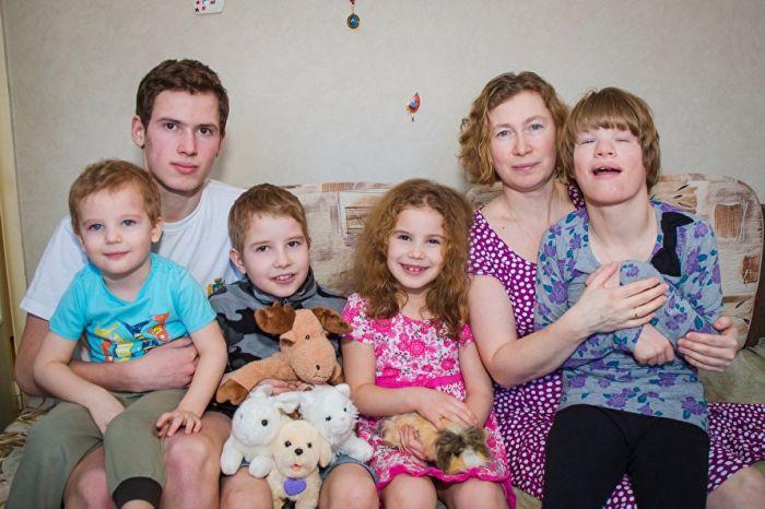 В Екатеринбурге многодетной семье не разрешают строить дом на выделенной им земле (5 фото)