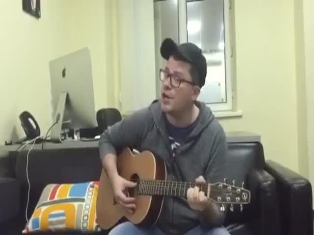 Гарик Харламов исполнил песню про Обаму