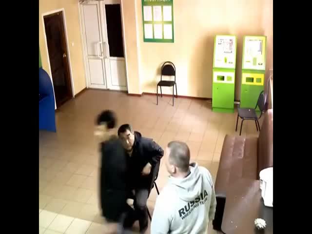 Русский мужчина отправил в нокаут вооруженного ножом дагестанца