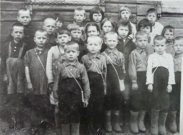 Героический босоногий марш сталинградских сирот (6 фото)