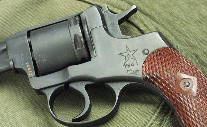 История револьвера системы Наган (8 фото)