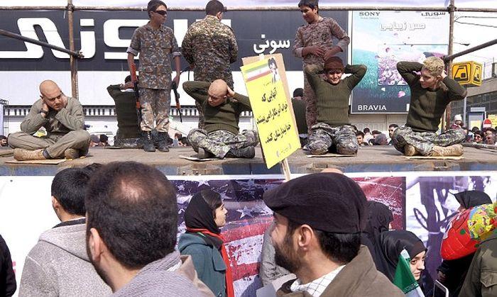 Иран опубликовал фото задержанных морских пехотинцев США (5 фото + видео)