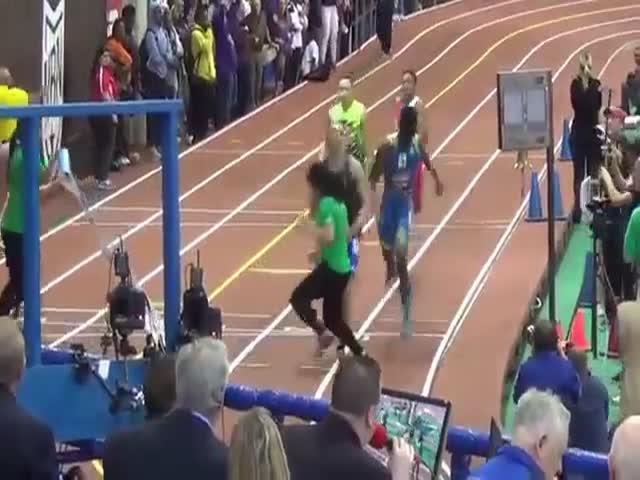 Девушка испортила финиш бегунов