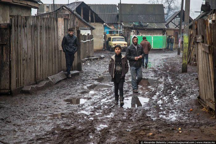 Экскурсия по цыганскому району украинского городка Берегово (41 фото)