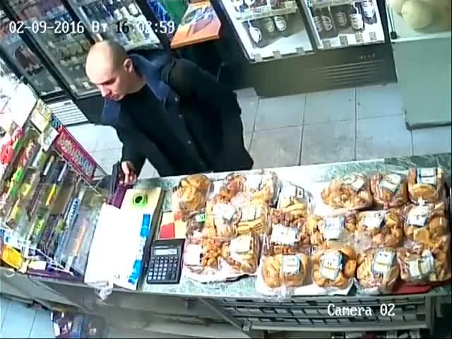 В Чите продавщица разбила калькулятор об голову грабителя