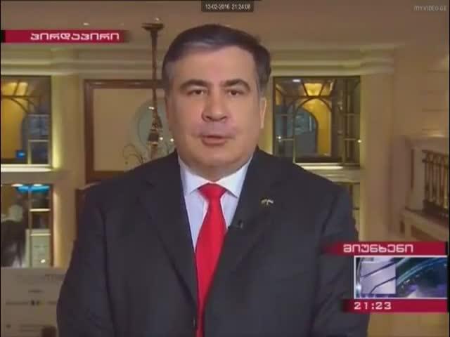 Михаил Саакашвили подпрыгивает во время интервью