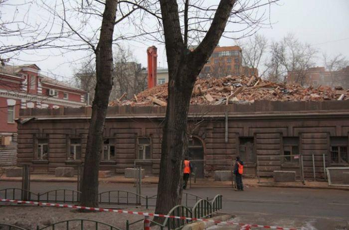 В Москве снесли доходный дом 1912 года (4 фото)