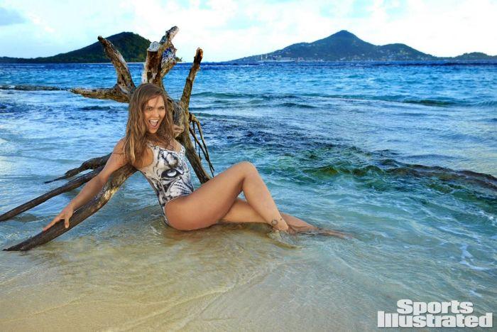 Ронда Роузи снялась в откровенной фотосессии в нарисованном купальнике (12 фото)
