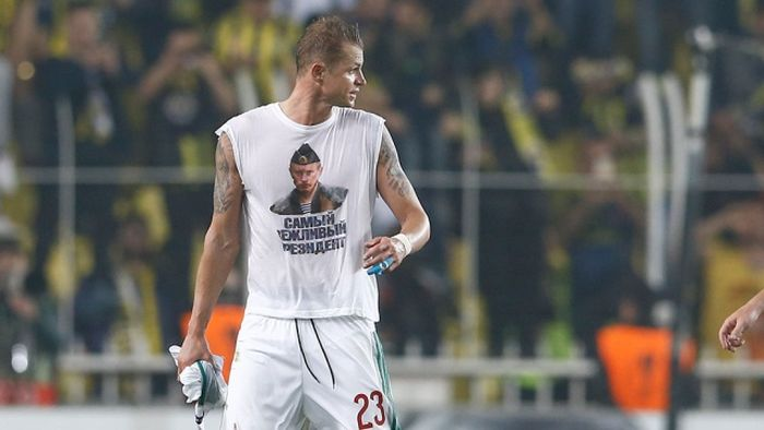 Футболисту Тарасову из «Локомотива» грозит дисквалификация за майку с Путиным (3 фото)