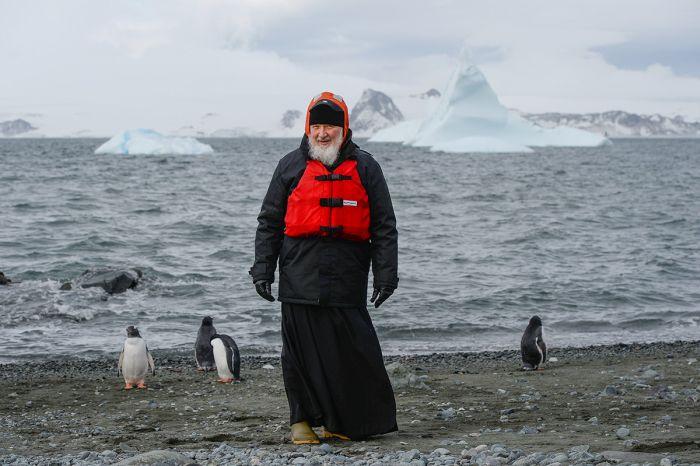 Фото патриарха Кирилла и пингвинов стало поводом для новых фотожаб (15 фото)
