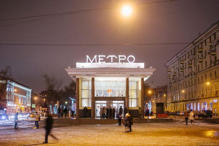 Вход на станцию «Чистые пруды» московского метро до и после сноса самостроя (2 фото)