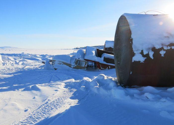 Как в Анадыре достают технику из ледового плена (5 фото)