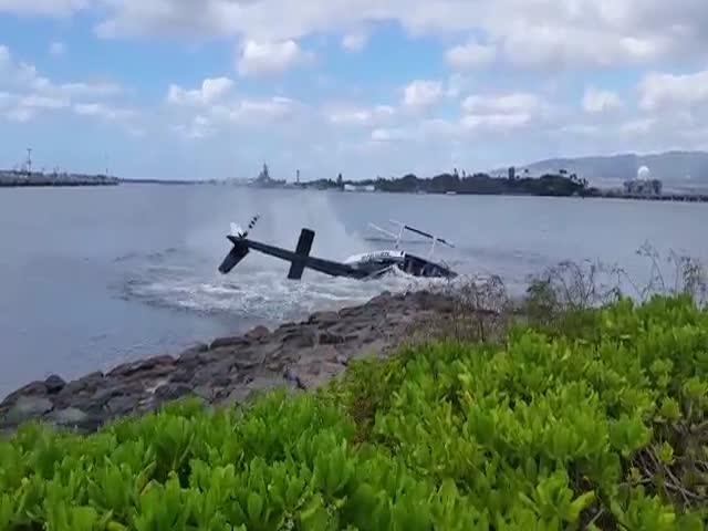 Крушение гражданского вертолета близ военной базы Перл-Харбор