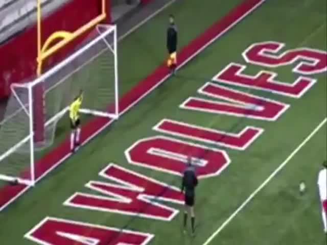 Футболист затроллил самоуверенного вратаря