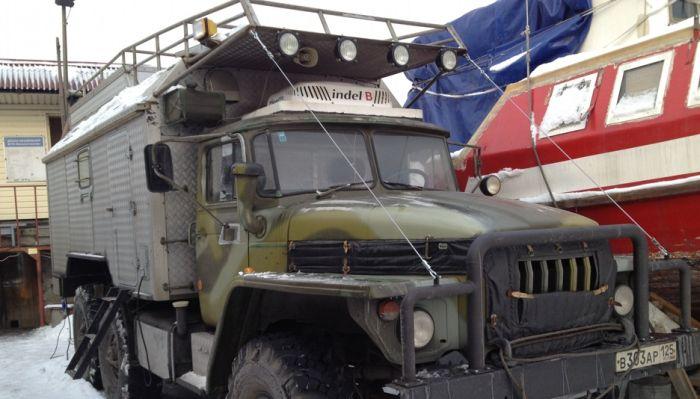 Дом на колесах повышенной проходимости на базе грузовика Урал 4320 (14 фото)
