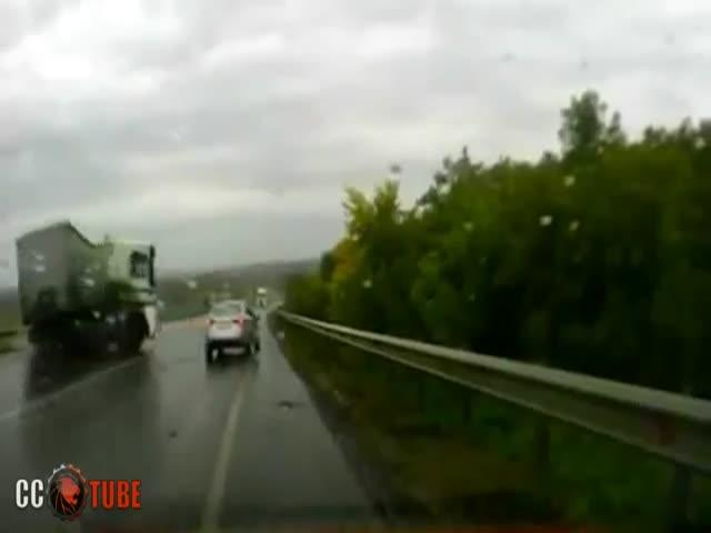 Опасные заносы грузовиков