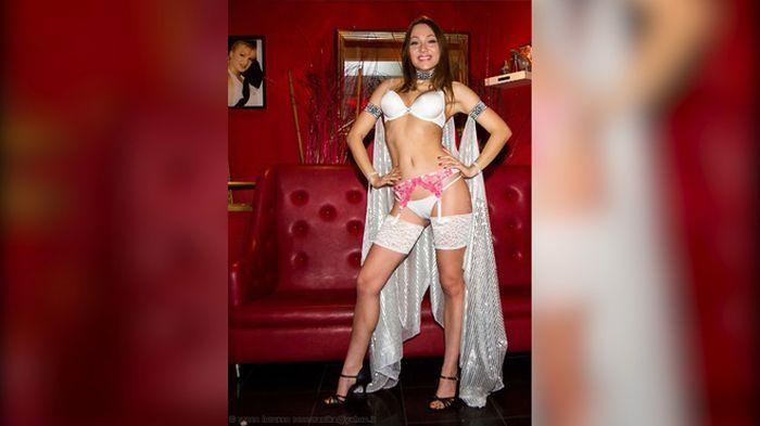 Московский школьник выиграл месяц с порнозвездой Екатериной Макаровой (5 фото)