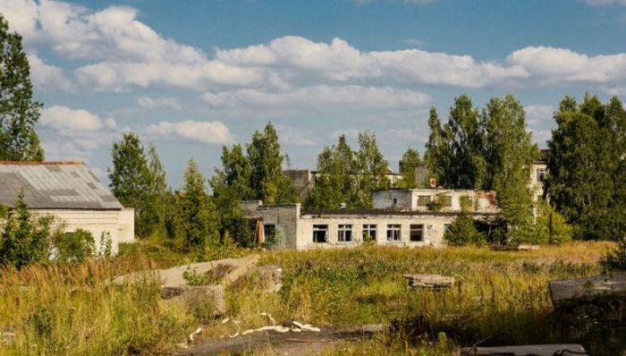 Скрунда-1 - заброшенный военный поселок на территории Латвии (19 фото)