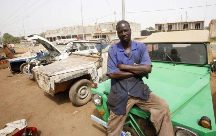 Типичная автомастерская в Африке (10 фото)