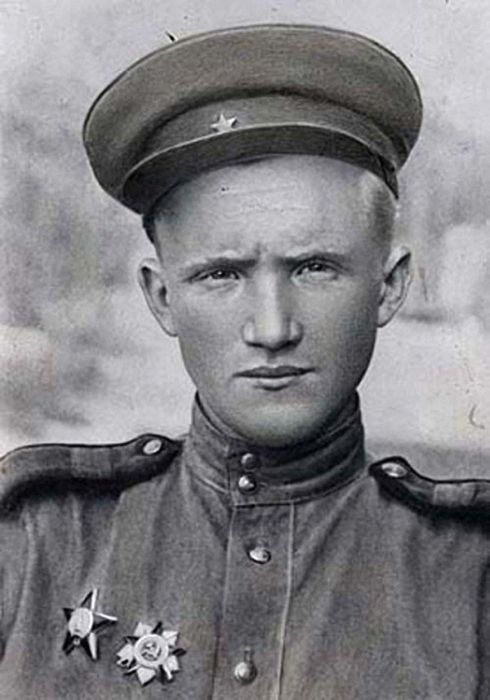 Армейские фото знаменитых фронтовиков (14 фото)
