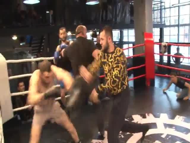 Неспортивное поведение привело к потасовке на ринге