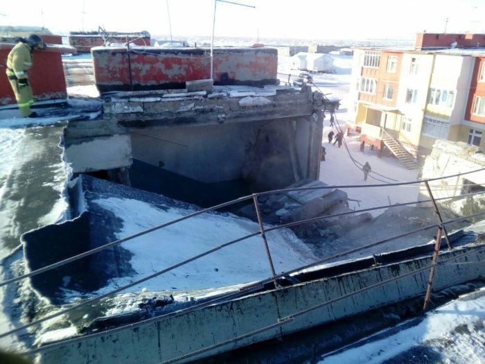 На Чукотке в результате взрыва обрушилась крыша многоквартирного дома (4 фото + видео)