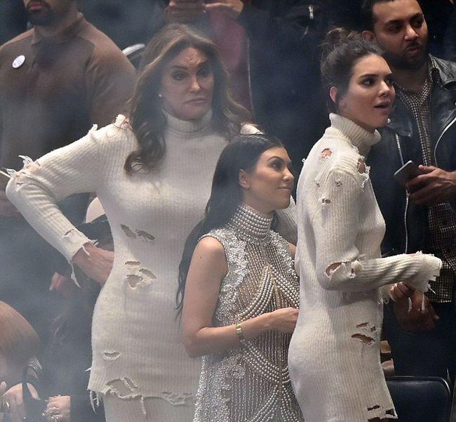 Тот неловкий момент, когда твой папа пришел в таком же платье, что и ты (4 фото)