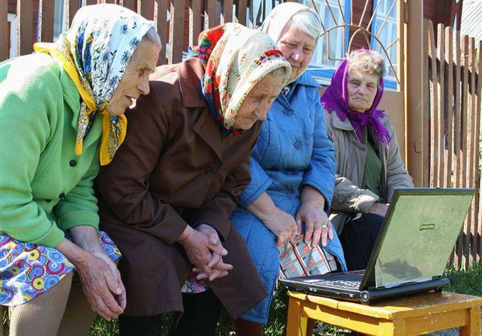 Индивидуальная скамейка ростовских бабушек (2 фото)
