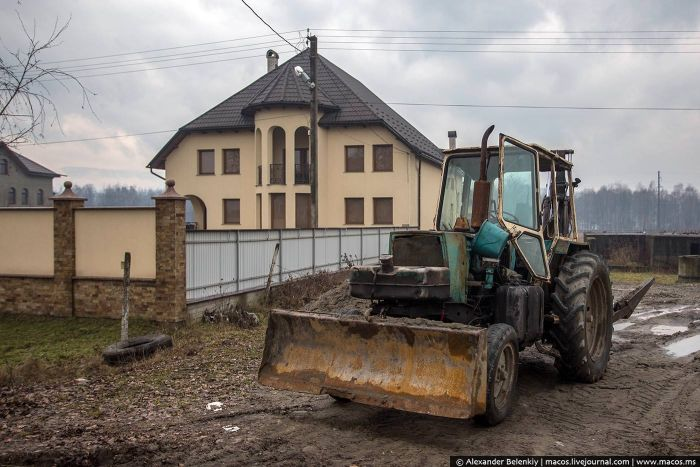 Коттеджный поселок украинских цыган (11 фото)