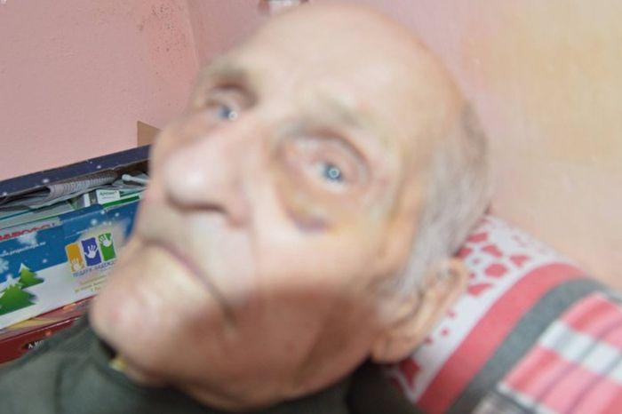 ОВ больнице Свердловской области избили 92-летнего ветерана ВОВ (2 фото)
