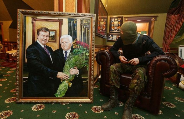 Особняк бывшего генерального прокурора Украины Виктора Пшонки тогда и сейчас (22 фото)