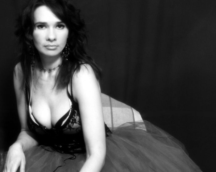 Художница Ирина Романовская грудью написала портрет Леонардо Ди Каприо (2 фото)