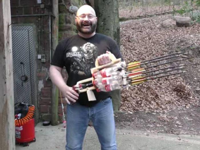 Самодельное оружие на случай зомби-апокалипсиса (14 гифок)