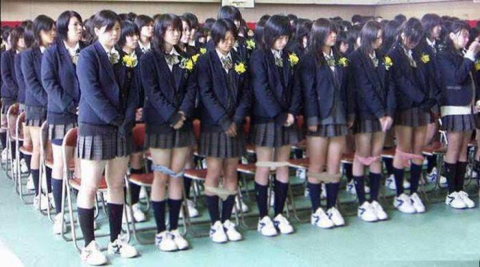 Зачем в Японии школьниц проверяют на наличие нижнего белья (2 фото + текст)