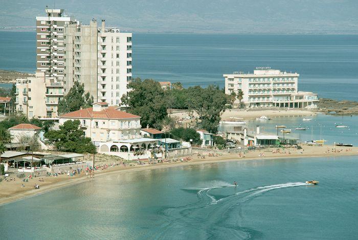 Вароша - некогда процветающий греческий курорт, ставший городом-призраком (15 фото)