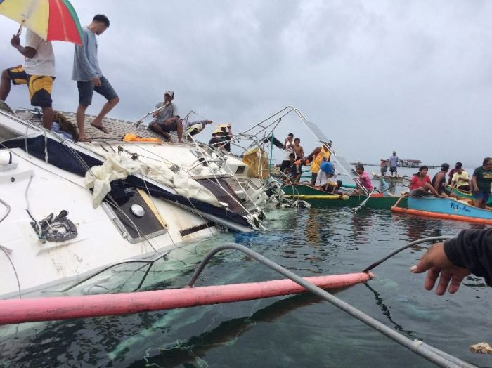 У Филиппин обнаружили дрейфующую яхту с мумией на борту (5 фото)