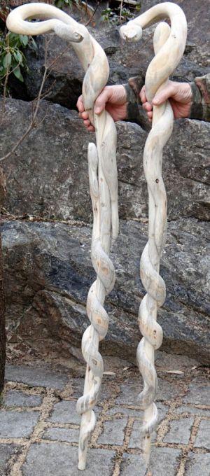 Невероятно реалистичные трости в виде змей (9 фото)