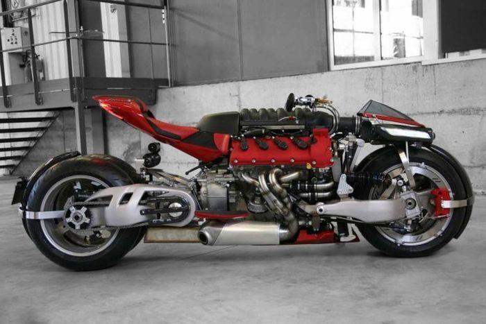 Lazareth LM487 - безумный мотоцикл с двигателем V8 (11 фото)